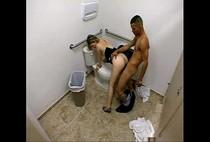 คลิปหนุ่มหัวเกรียนพาสาวไปแอบเย็ดในห้องน้ำสาธารณะงานนี้โถส้วมอาจแตกได้เย็ดหีกันแซ่บไม่เกรงใจใคร