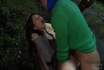 ภรรยาชาวญี่ปุ่นช่วยตัวเองเมื่อจับคนแปลกหน้าสองคน