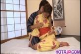 japanenesXXX สาวสวยมาในชุดกิโมโนขาวเนียนอวบหมอยดกดำ โดนแขกสุดหื่นจับเลียหีจนแฉะก่อนโดนเสียบ